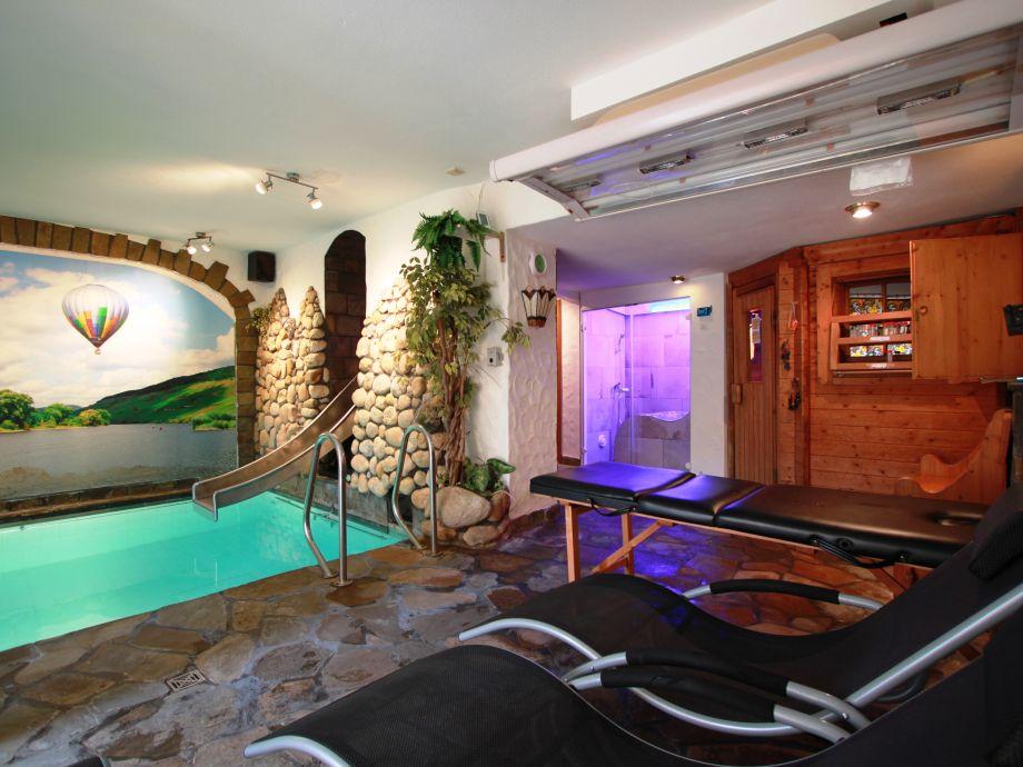 Pool mit Bodensprudler, Gegenstromanlage Sauna Dampfbad