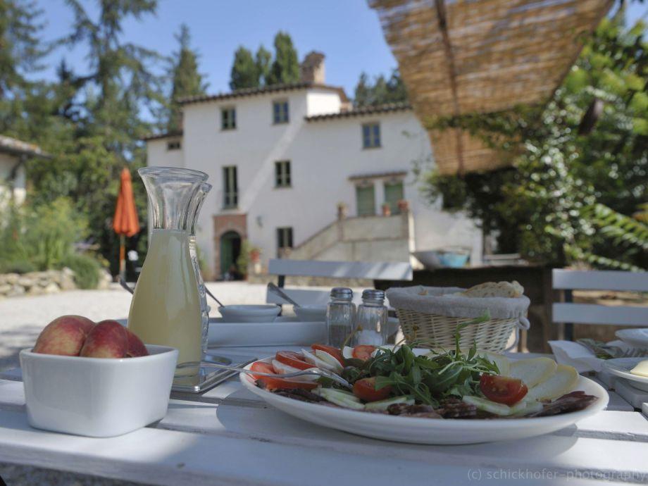 Frühstück auf der Piazza