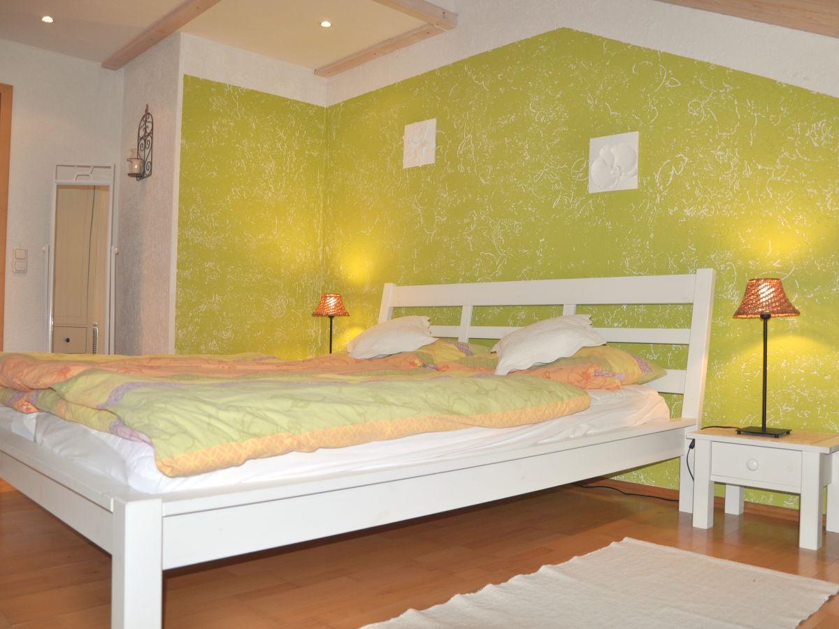 Ferienwohnung beim reiser jachenau frau maria pichlmayr for Romantisches schlafzimmer