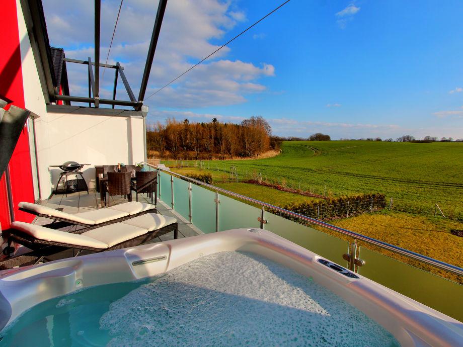 Große Dachterrasse mit Außenwhirlpool & Traumblick