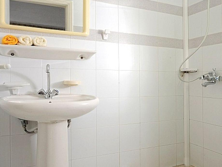 kleines badezimmer mit dusche kosten raum und m beldesign inspiration. Black Bedroom Furniture Sets. Home Design Ideas