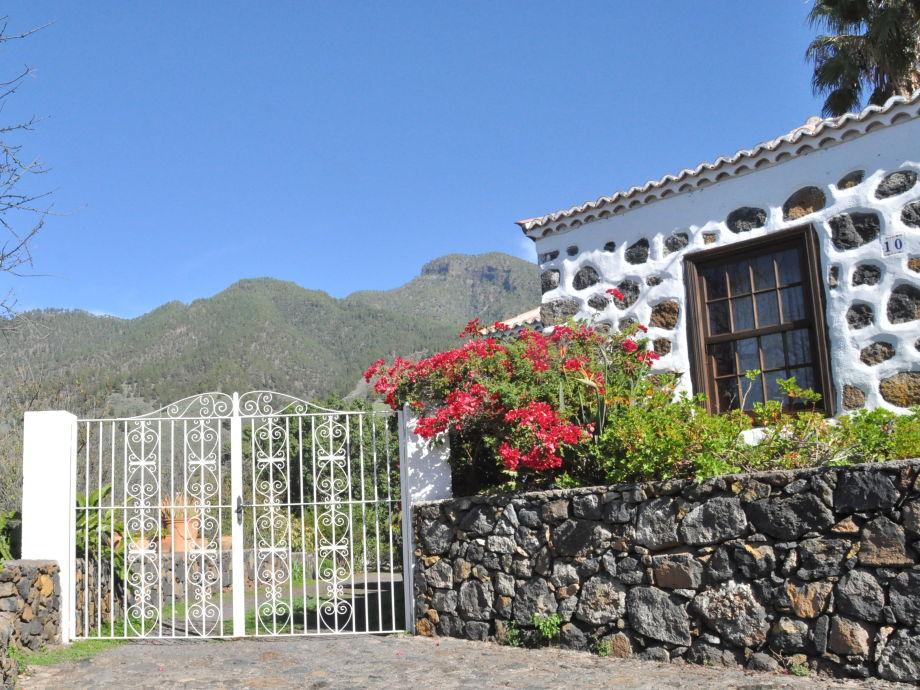 Eingang Casa Blanca und Blick in die Berge