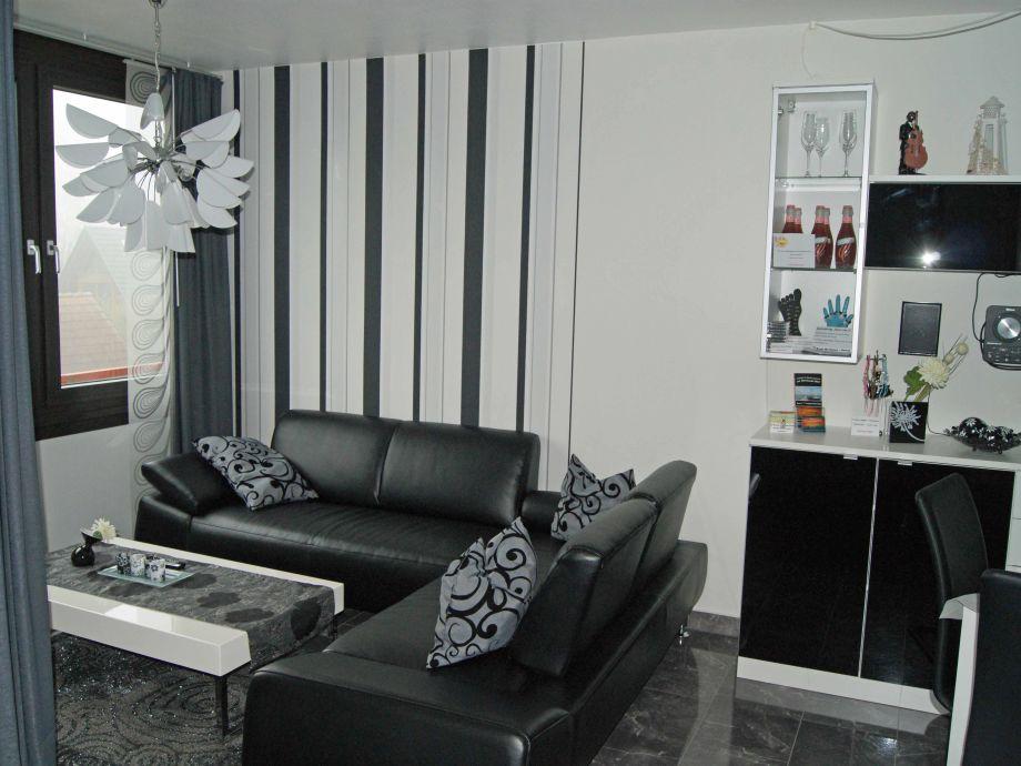 Gemütlicher Wohnbereich mit Echt - Leder Couch