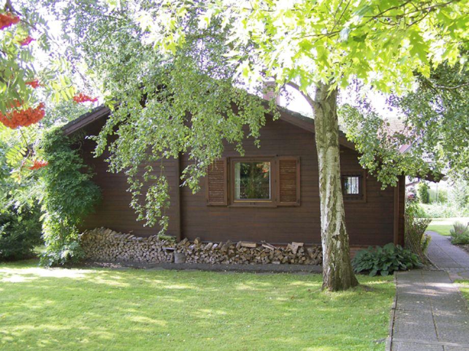 Das Holzhaus im Sommer