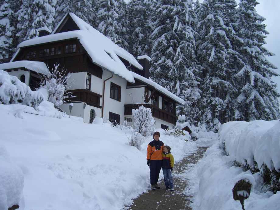 Hausaußenansicht Winter