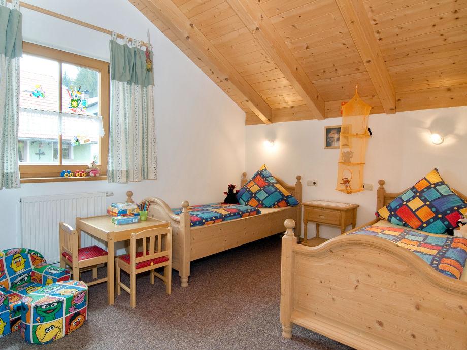 Großes helles Kinderzimmer
