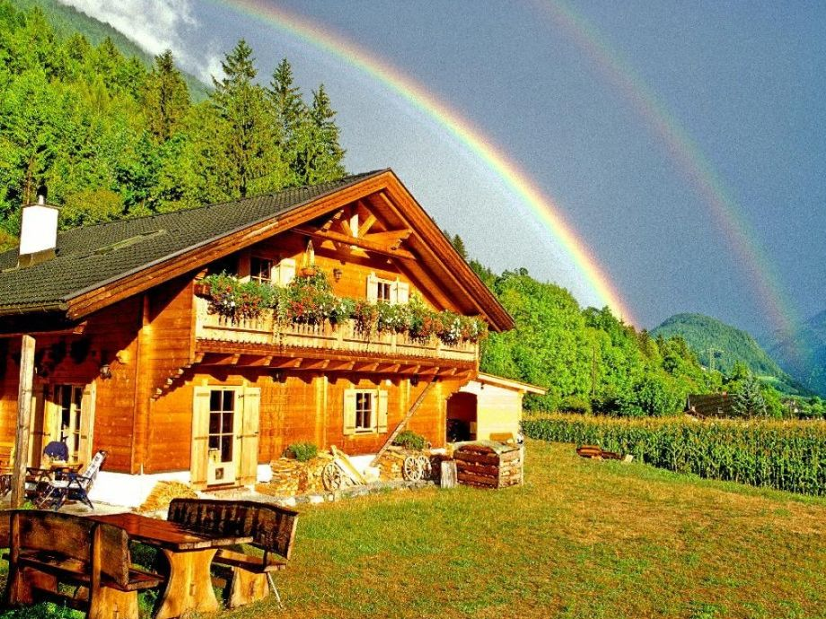 """""""Holzblockhaus"""" im Sommer"""