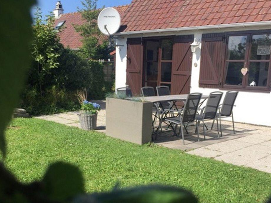 Terrasse in Südlage mit großem Garten