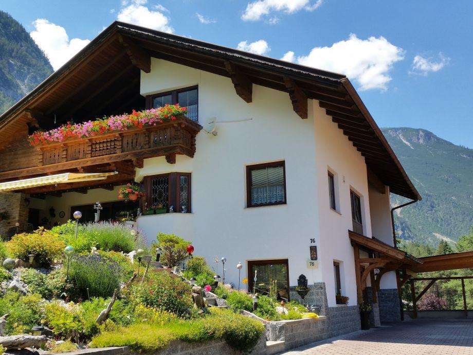 Haus Frank Blick auf Ferienwohnung mit Balkon