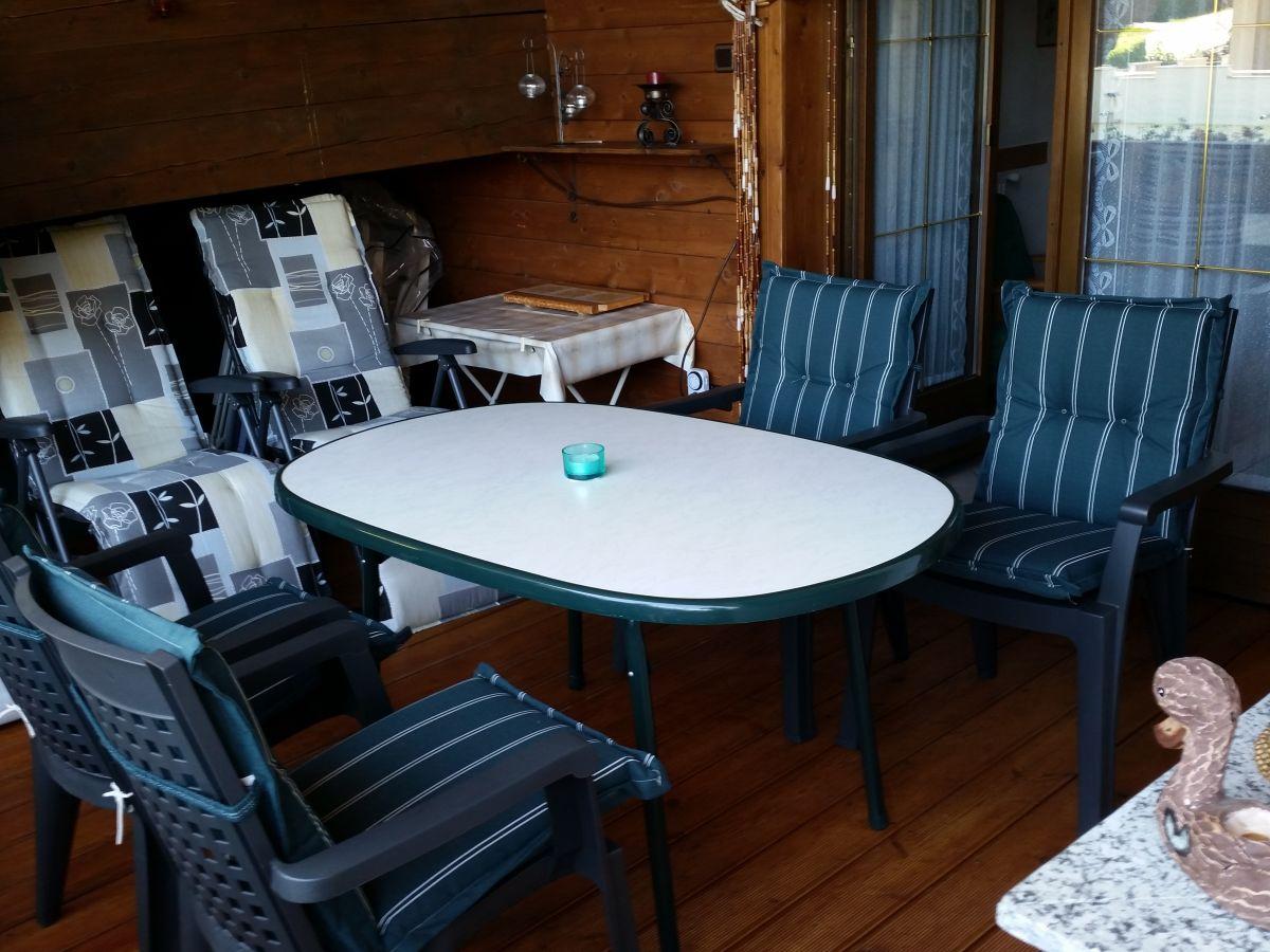 Gartenmobel Polyrattan Lounge : Balkon mit Gartenmöbel Wohnzimmer Küche mit Backofen und Ceranfeld