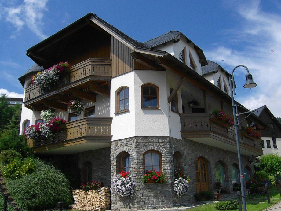 Sommeransicht Haus