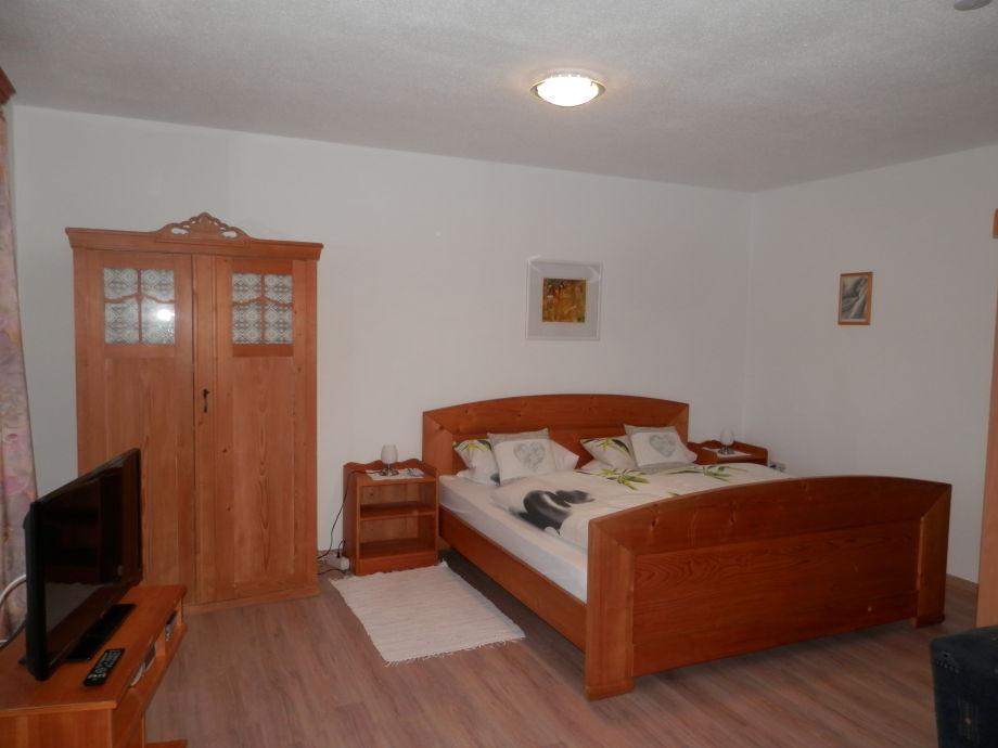 Doppelbett Im Wohn/Schlafbereich Fernsehen Vom Bett Aus