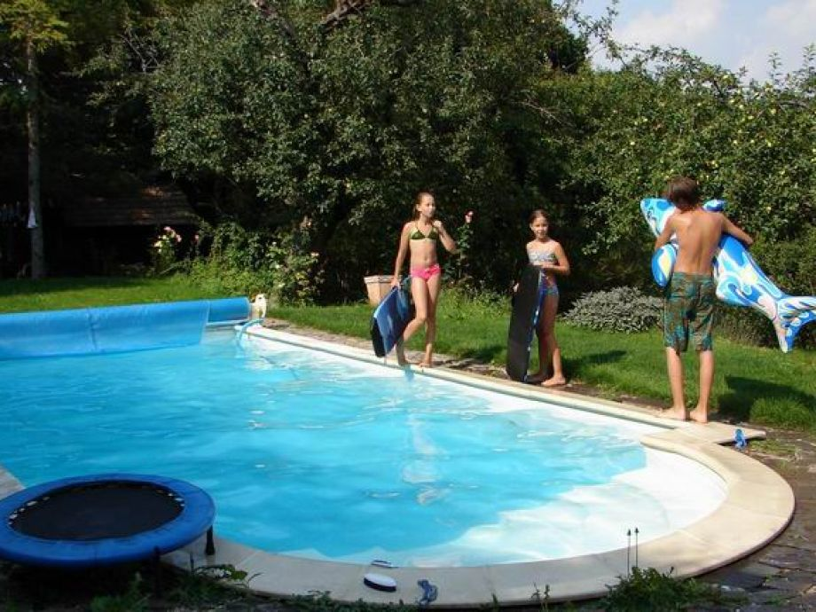 Pool im Obstgarten