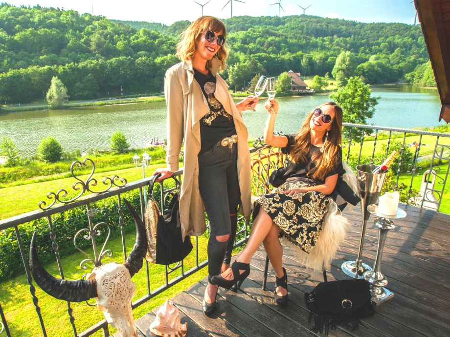Genießen Sie einen schönen Tag auf dem Balkon