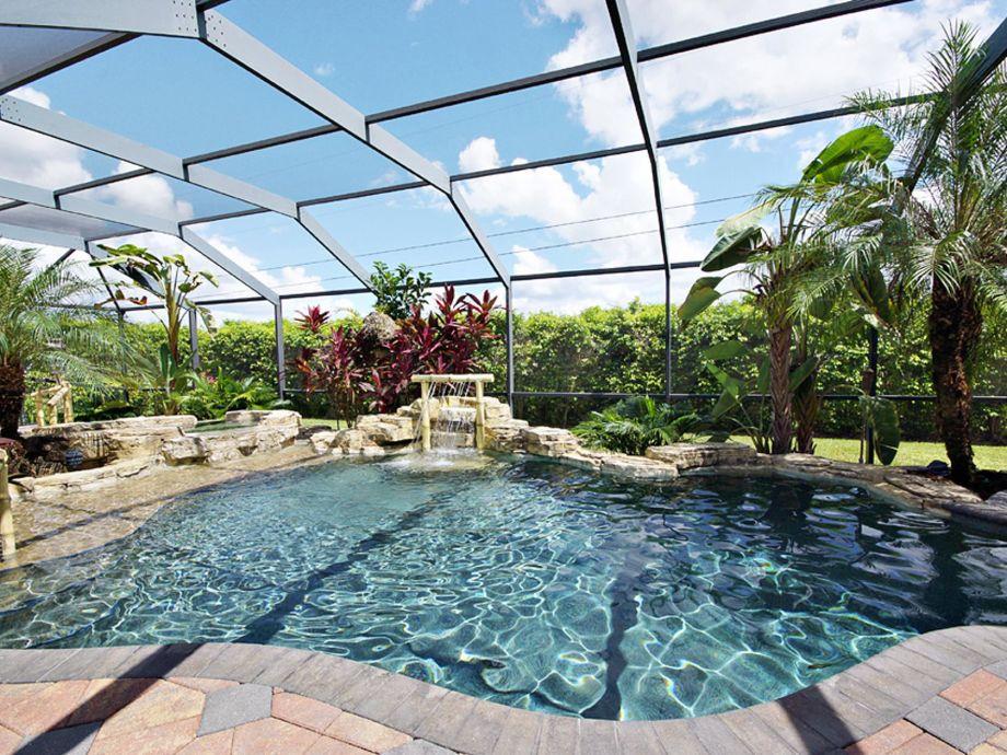 Die Poolbereich ist das Juwel des Ferienhauses