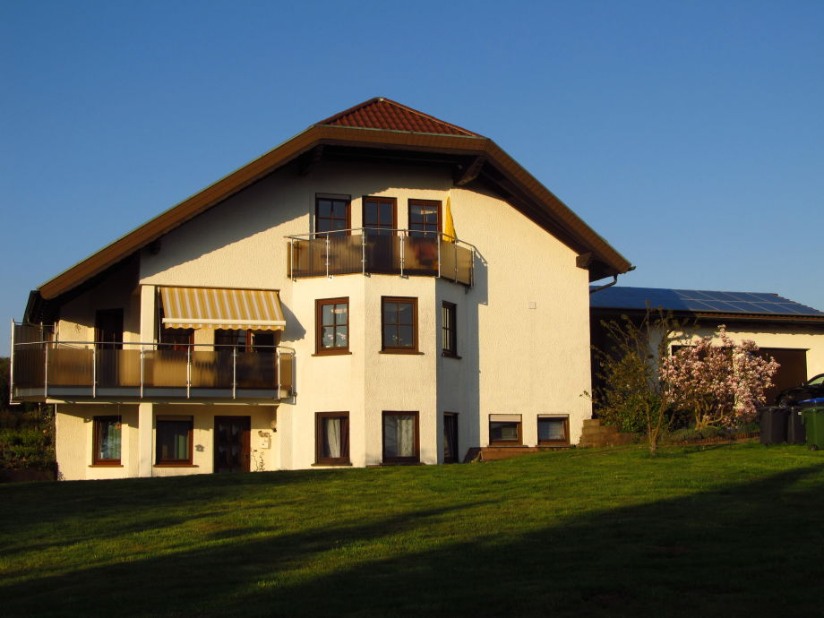 Ferienwohnung im Grünen und Balkon