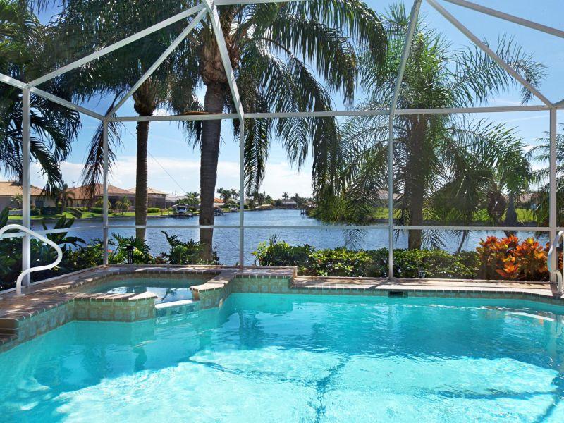 Villa Coconut Cove with boatdock