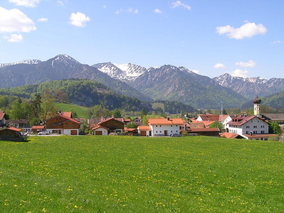 Haus Dehnert mit Ortsbild