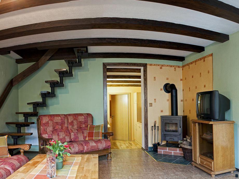 Wohnraum und Blick zur Küche
