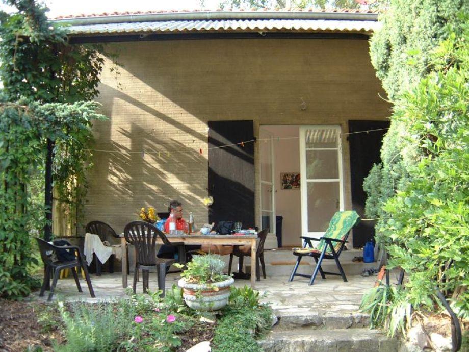 Berlin-Cottage, die überdachte Terrasse zum Relaxen
