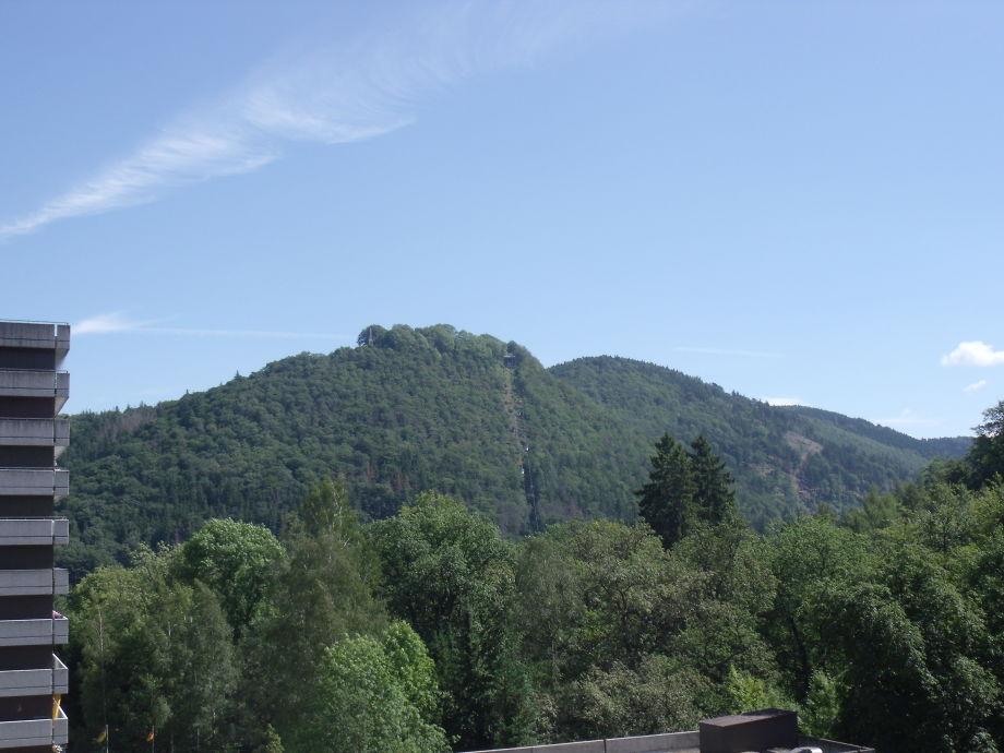 Blick vom Balkon auf den Burgberg