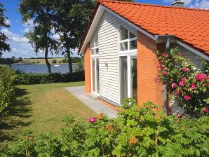 Ferienhaus Marina Hülsen - Das Rosenuferhaus