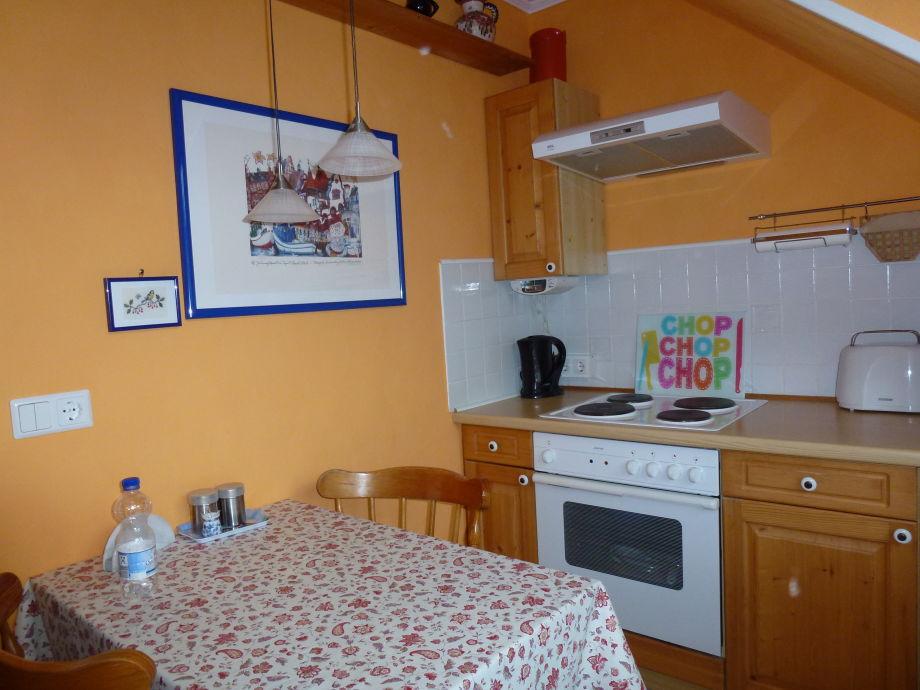 Kücher erstrahlt in Apricot