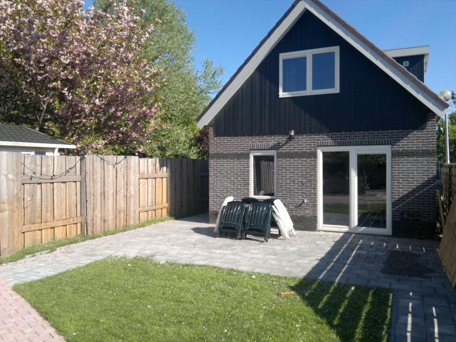 Der schöne Garten mit Terrasse