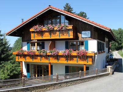 Bergblick mit Hallenbad - Gästehaus Luitz