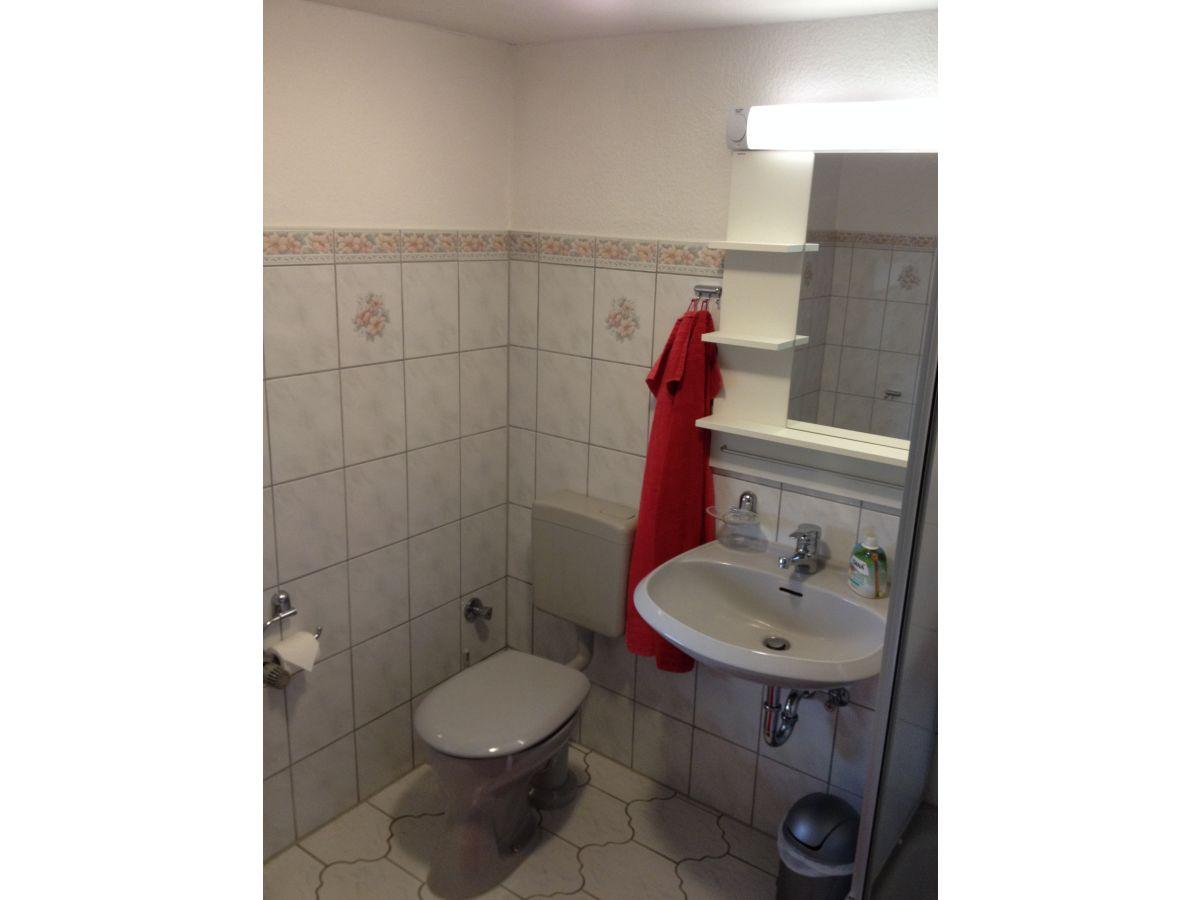 Ferienwohnung landidylle ostsee frau rita bulz - Badezimmer mit dusche und badewanne ...