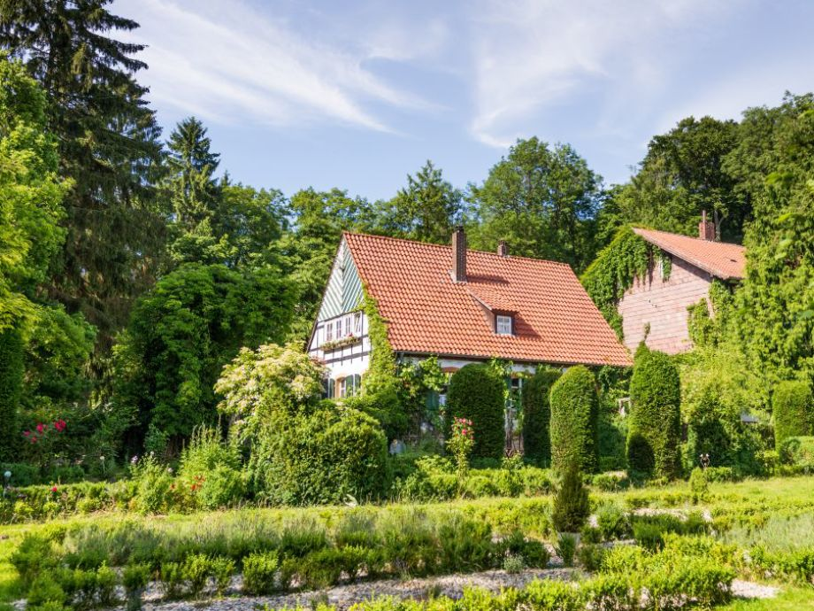 Blick vom Garten auf das Alte Forstamt