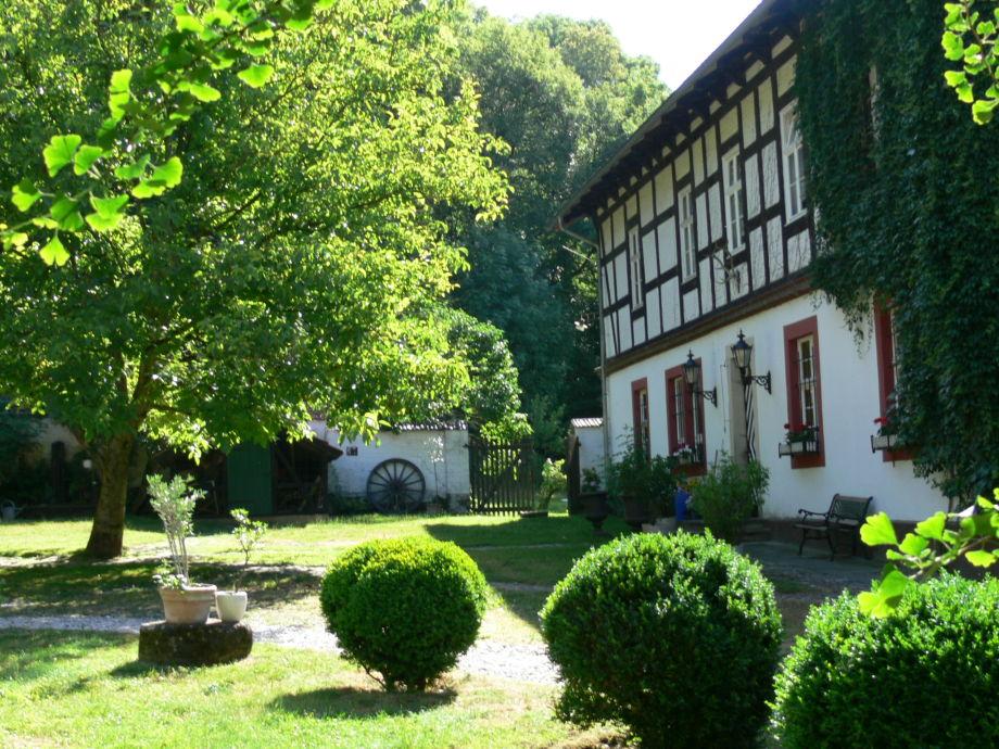 Blick auf das Alte Forstamt mit den Hofgarten