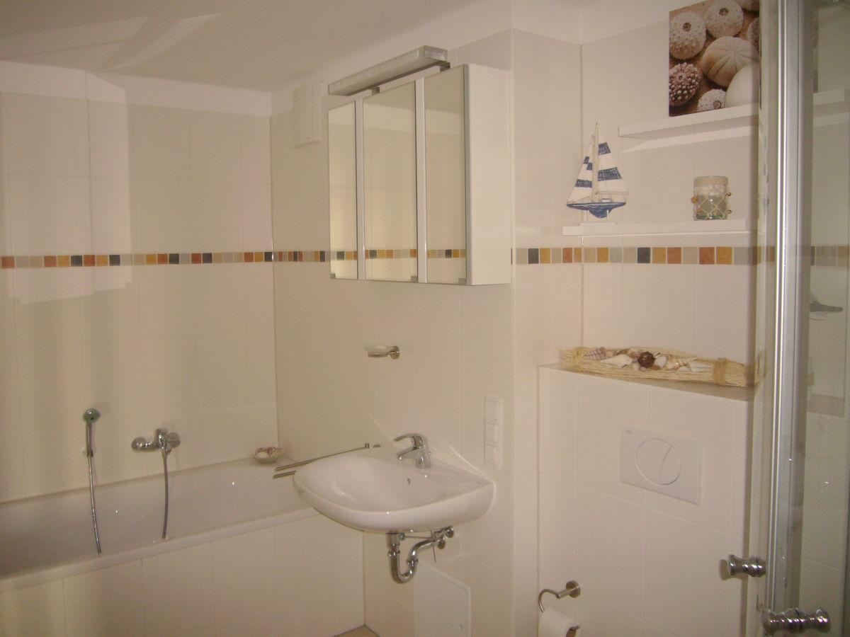 Badewanne Und Dusche Nebeneinander Esseryaad.info Finden Sie Tausende Von  Ideen, Design, Bilder
