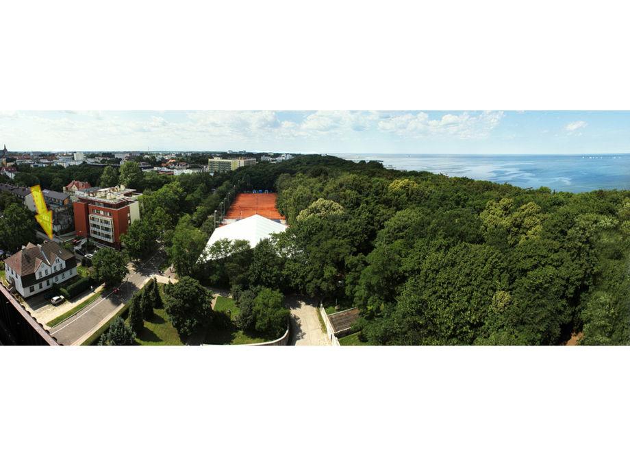 Panoramaansicht vom Haus (links) und Meer (rechts)