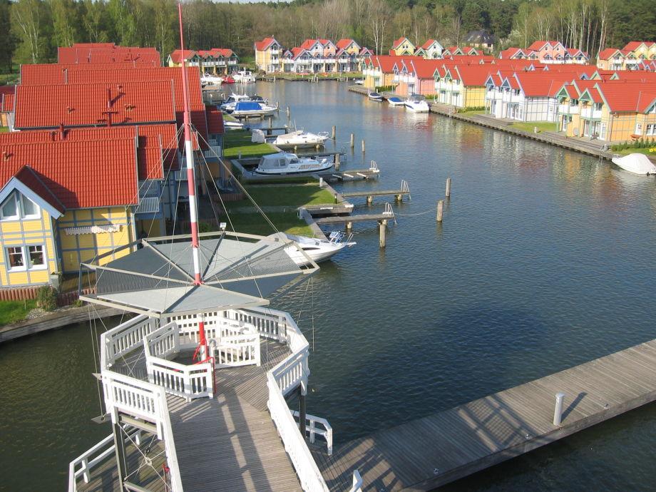 Ferienhaus mit Bootssteg im Hafendorf Rheinsberg