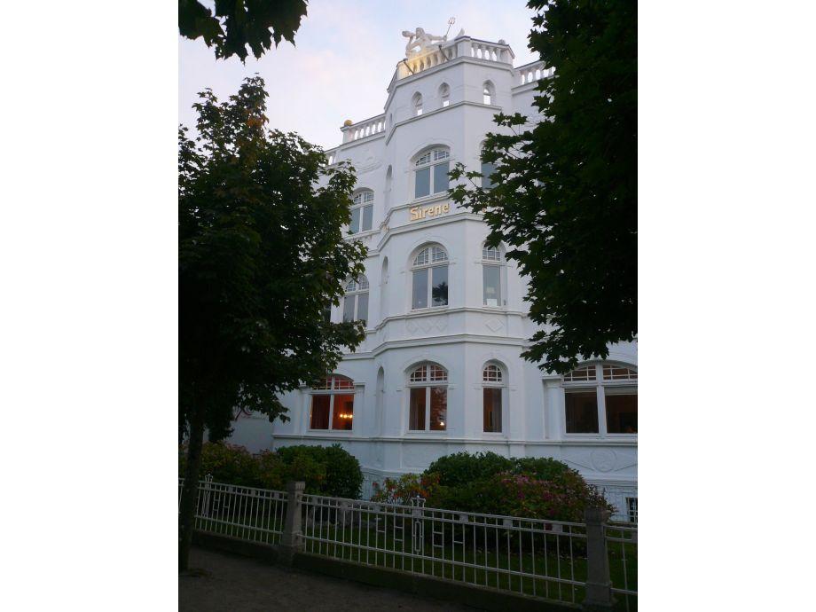 Die schöne Villa Sirene von der Ostsee aus