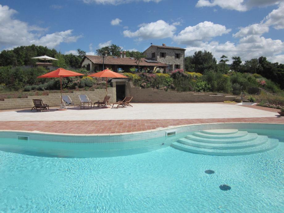 Blick vom Pool auf das Haus La Concordia