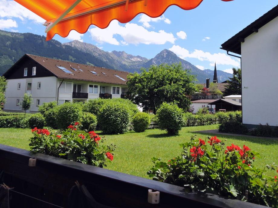 Bergblick von Balkon / Essbereich / Schlafzimmer