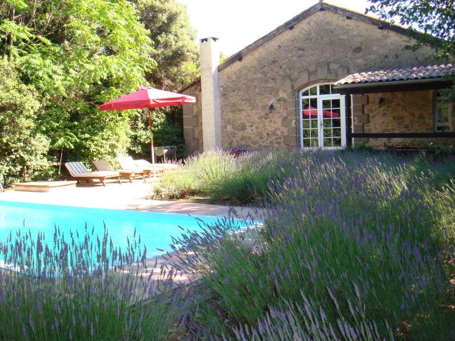 Privater Pool und Lavendelgarten