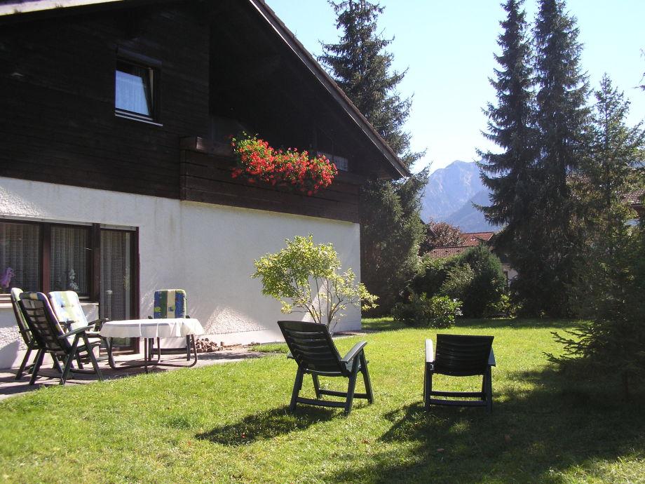 Ansicht Balkon Edelsberg + Terrasse mit GartenGarten