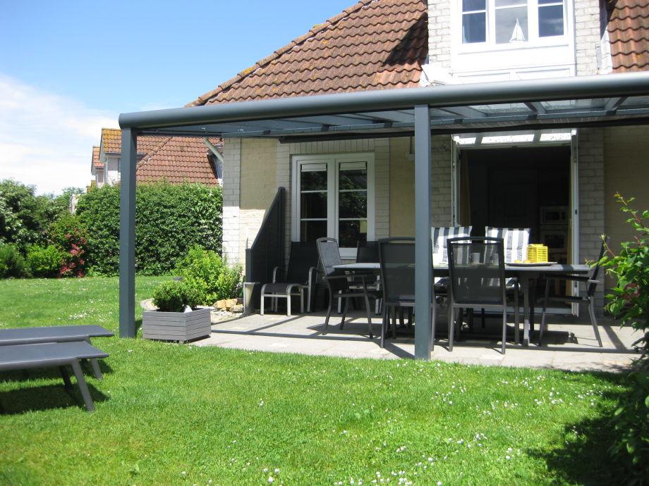 Terrasse mit einer elektrischen Markise..