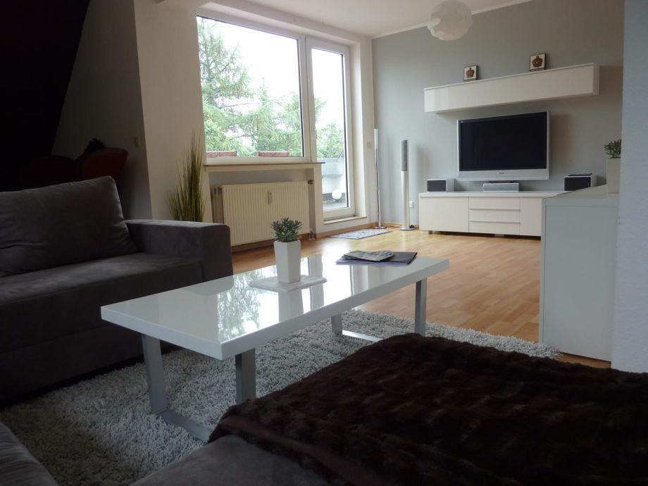 Wohnzimmer-Couch mit Blick in Richtung Dachloggia