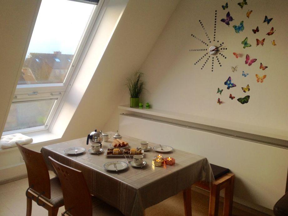 Esstisch mit Balkonfenster