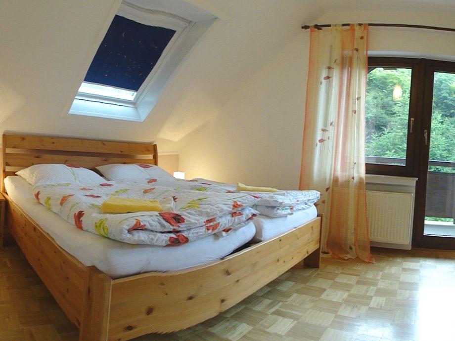 1. Schlafzimmer im Obergeschoss mit Balkon