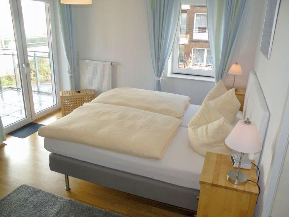 Schlafzimmer mit Seesicht + TV