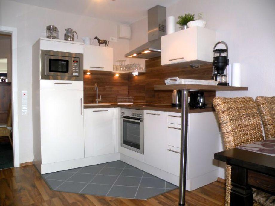 Küchenzeile mit Geschirrspüler  im Wohnraum