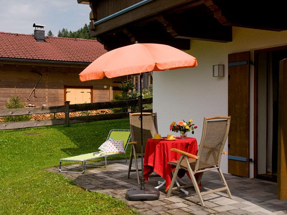 Die eigene Terrasse mit den Gartenmöbeln