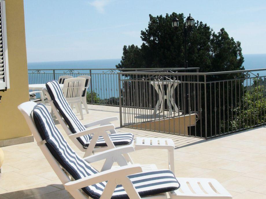 Italien Ferienwohnung am Meer - Villa Karillos