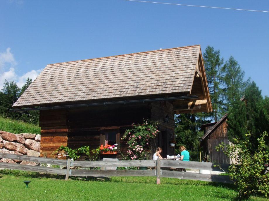 Außenansicht der Blockhütte von Süden