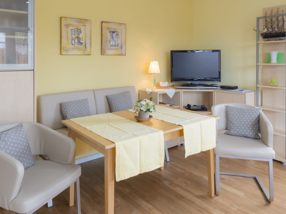 ferienwohnung b im haus zum see holsteinische schweiz. Black Bedroom Furniture Sets. Home Design Ideas